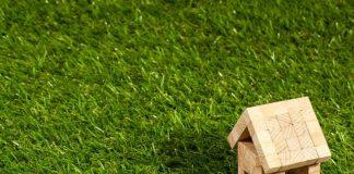 Sprzedaż nieruchomości z pośrednikiem, czy na własną rękę?